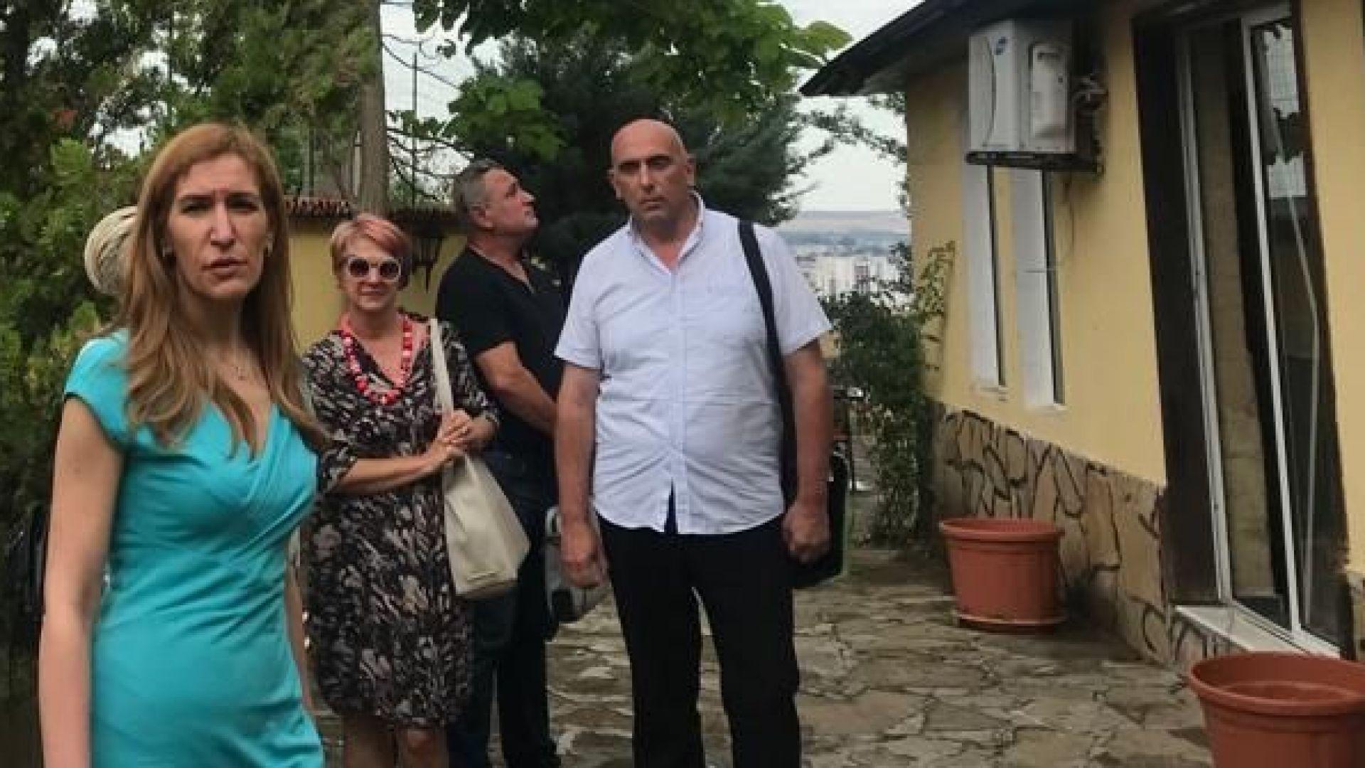 Ангелкова провери къща за гости в Свети Влас и поиска да я затворят веднага
