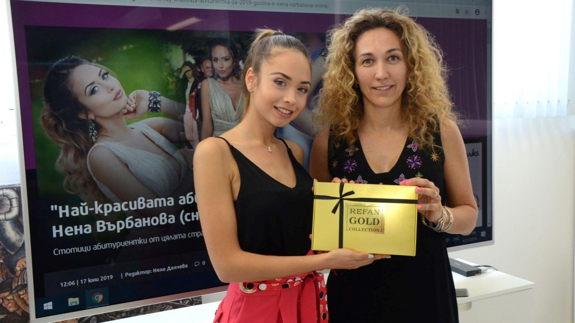 Комплектът Refan Gold Collection бе връчен от търговския директор на Dir.bg Събина Ангелова