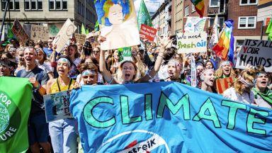12 000 пред британския парламент срещу климатичните промени