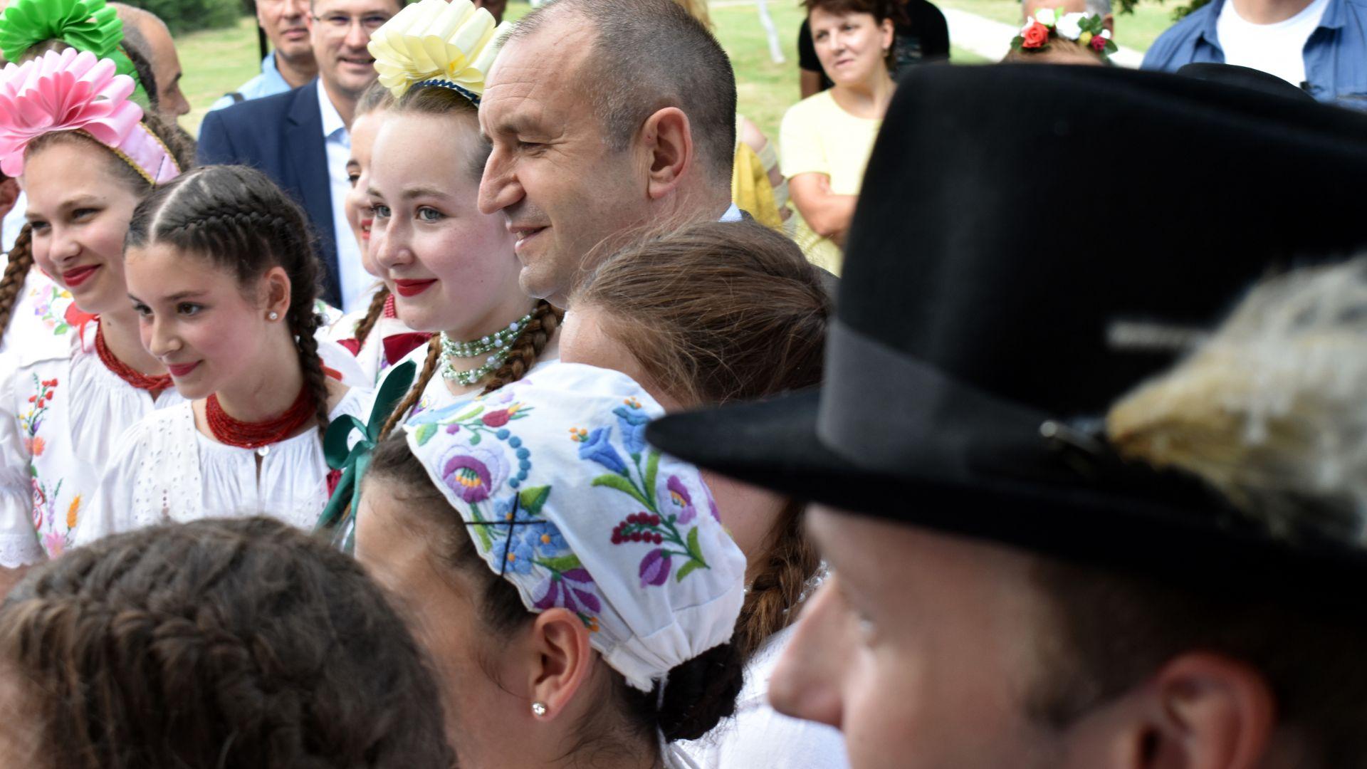 Радев: За магията на българския фолклор няма възраст