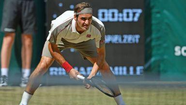 Федерер с бърза победа за финал №13 в Хале