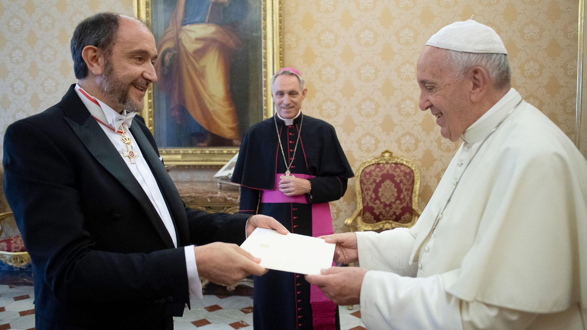 Папата прие акредитивните писма на новия български посланик във Ватикана