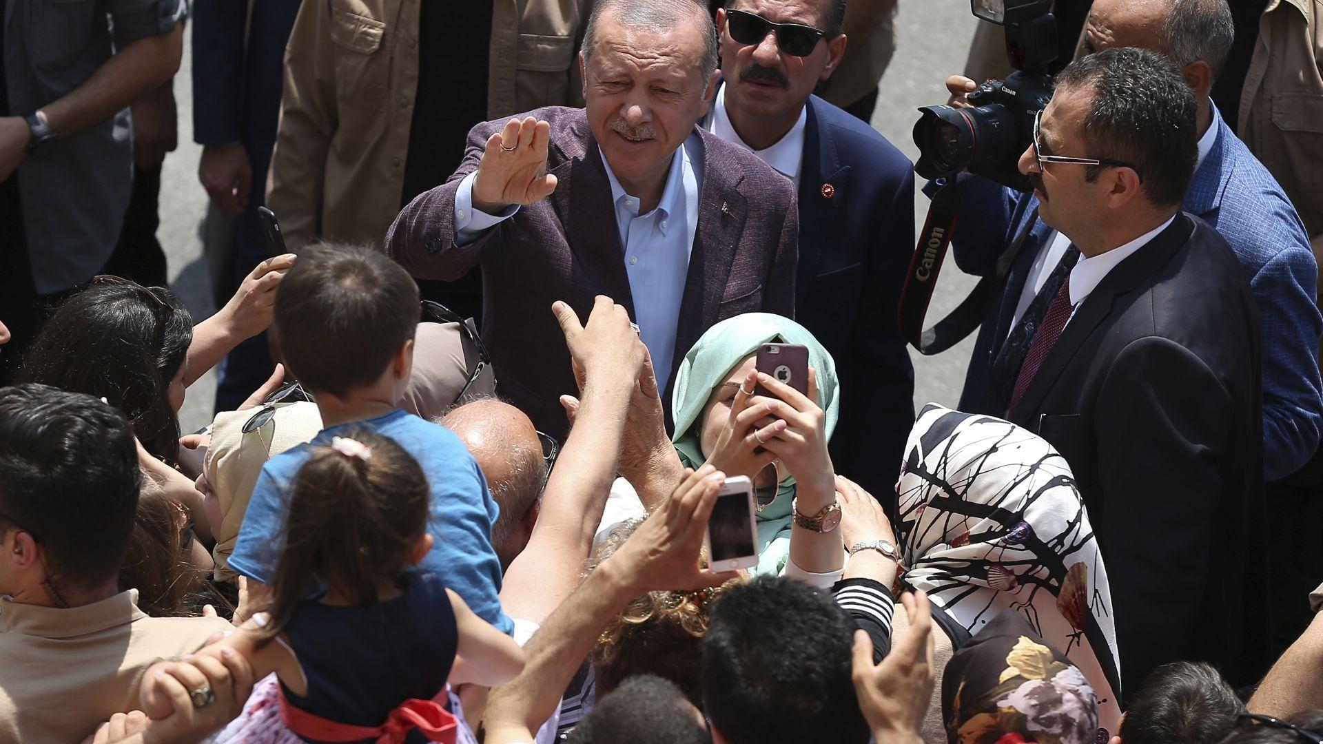 Турският президент Реджеп Тайип Ердоган обеща днес да си извади