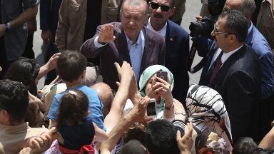 """Ердоган обеща да си извади поуки  от """"посланията, изпратени от народа"""""""