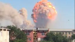Взрив във военен склад в Казахстан. Евакуират цял град (видео)