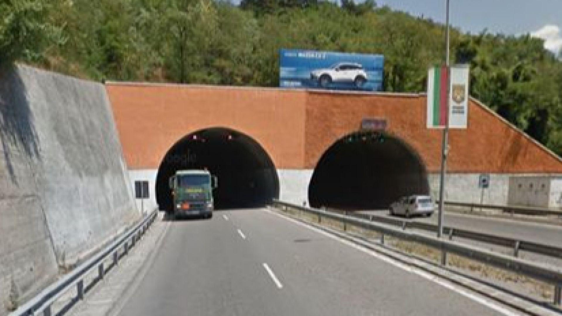 Снимка: Профилактика спира осветлението в тунела край Дупница