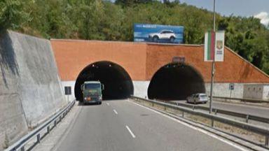 Профилактика спира осветлението в тунела край Дупница
