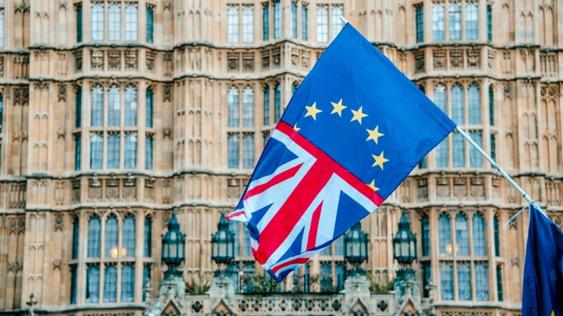 Британският парламент спира да работи за един месец