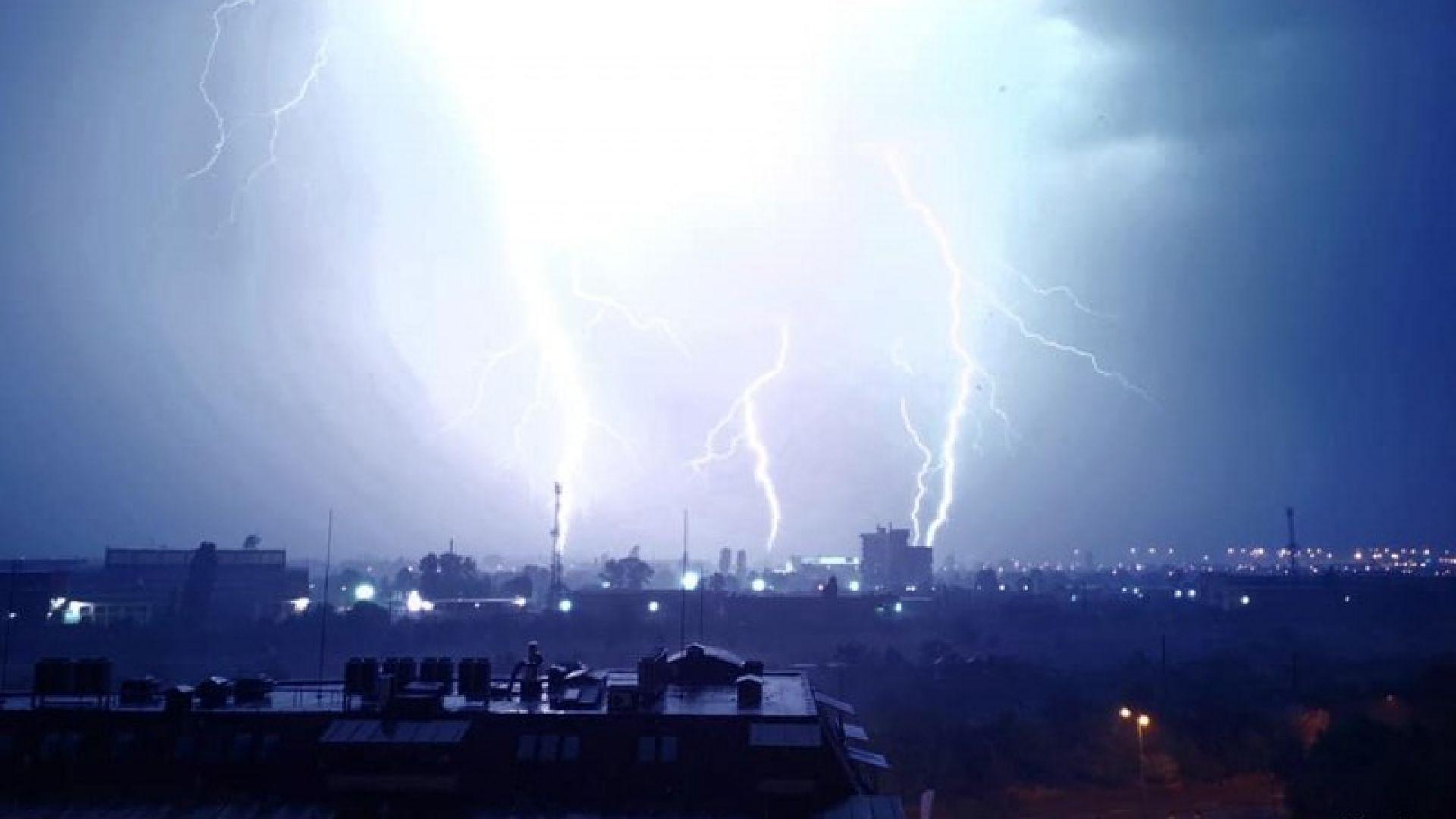 Жилищната сграда в Пловдив, чийто покрив беше отнесен, остава обитаема