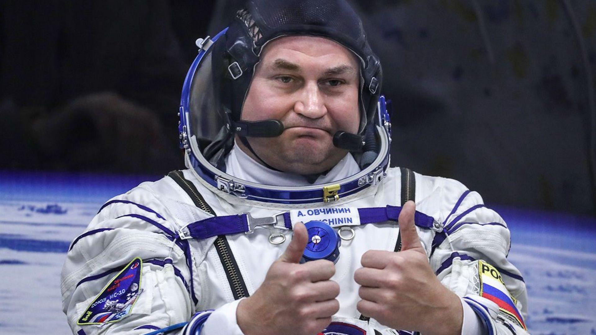 Роскосмос заменя двама космонавти с техни дубльори