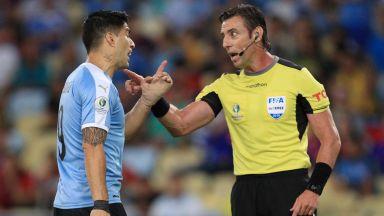 Луис Суарес забрави правилата на футбола