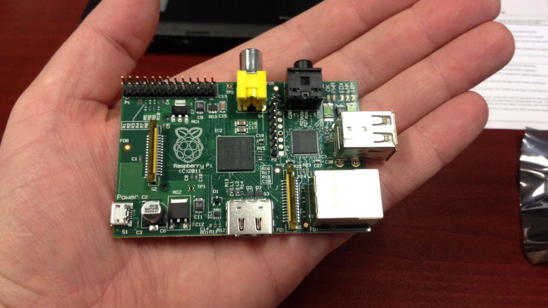Raspberry Pi е с много малки размери