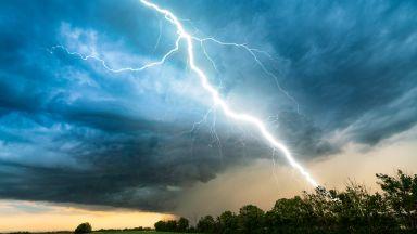 """Наводнения в """"Слънчев бряг"""",  пороят спря транспорта в Русе за час"""