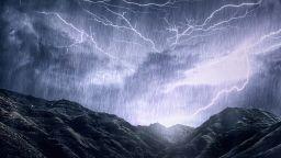 Хлад и гръмотевични бури ни очакват в края на седмицата