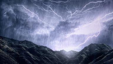 """Бурята """"Киара"""" връхлита Европа и Острова с ураганни ветрове и порои"""