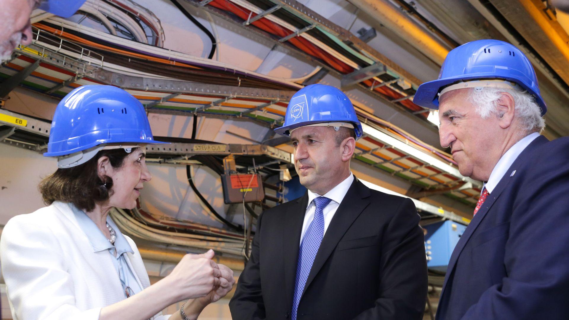Радев настоя ЦЕРН в България да има умален вариант на адронния колайдер (снимки)