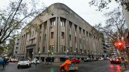 Бягството на италианския мафиот взе главата на шефа на затворите в Уругвай