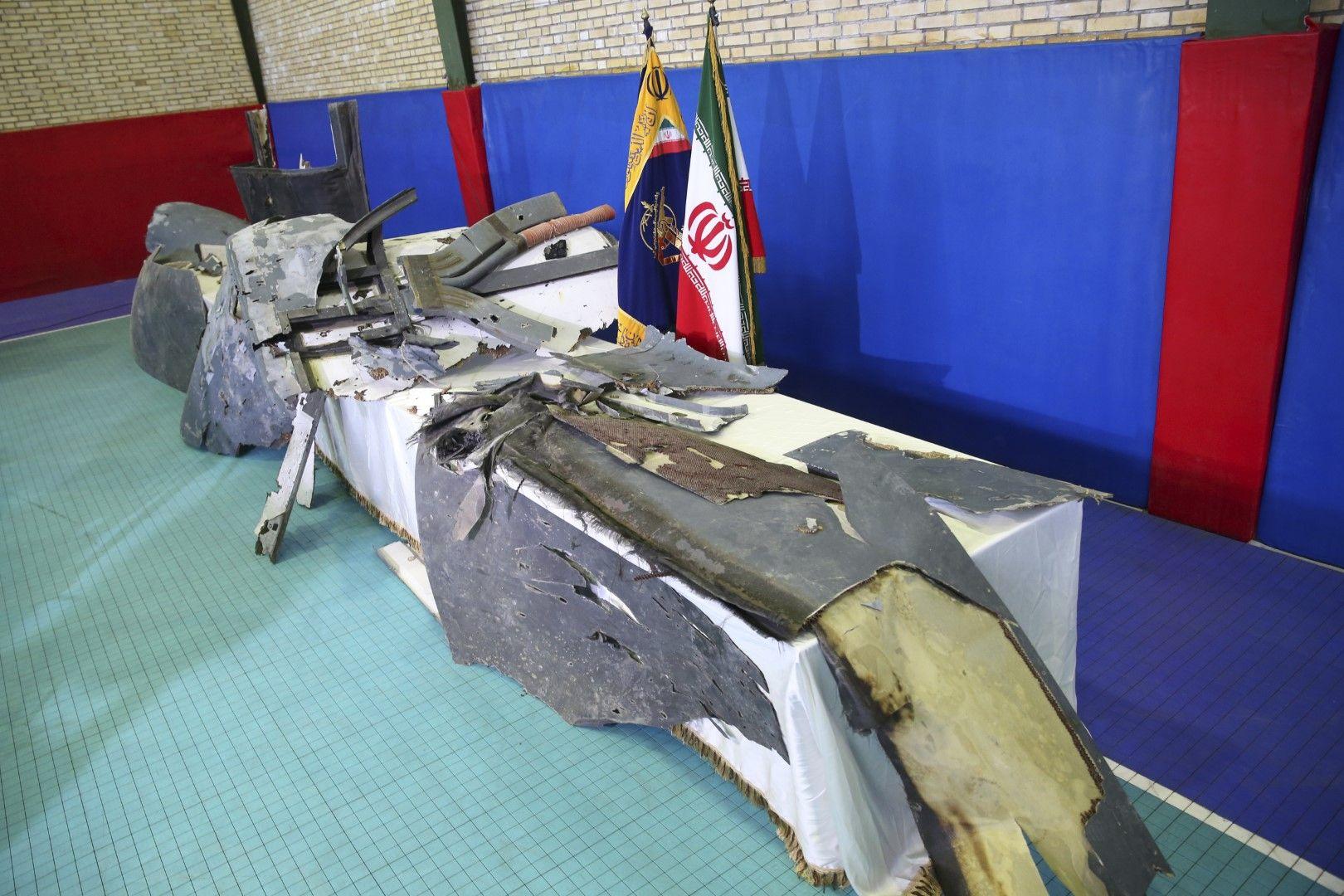 Останки от сваления от Иран американски дрон бяха показани на 21 юни в Техеран от Революционната гвардия