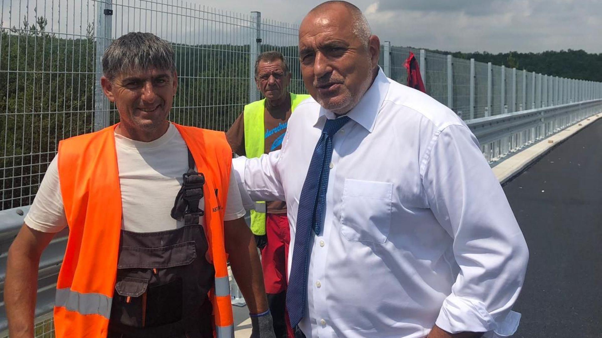 Премиерът Бойко Борисов инспектира днес на път за Пловдив строително-ремонтните