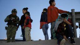 """САЩ планират да отменят """"драконовските"""" имиграционни политики на Тръмп"""
