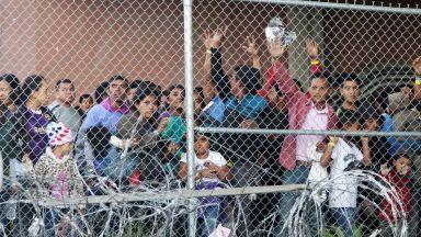 Лагер за деца-мигранти в Тексас: С $4.5 млрд. потушават хуманитарната криза