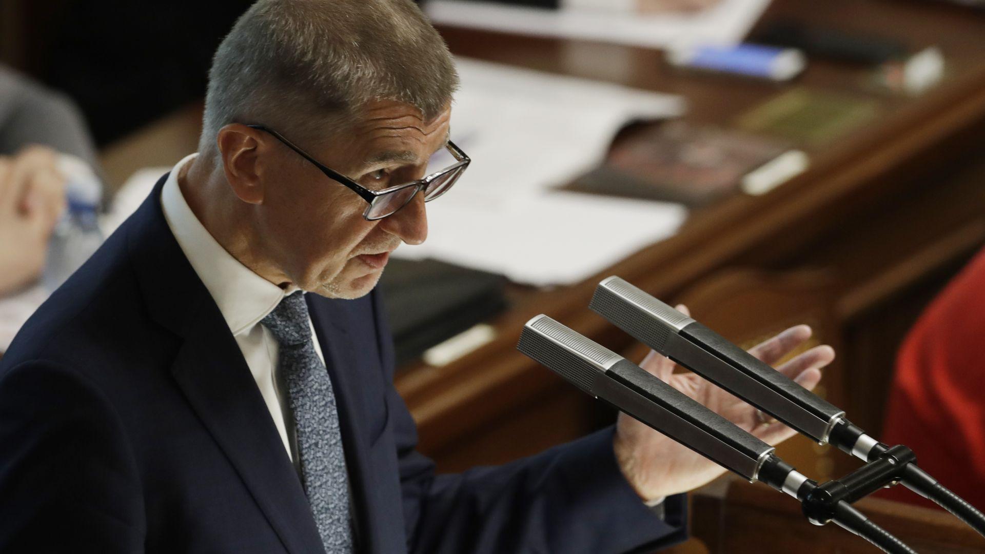 Правителството на популиста Бабиш оцеля при вота на недоверие