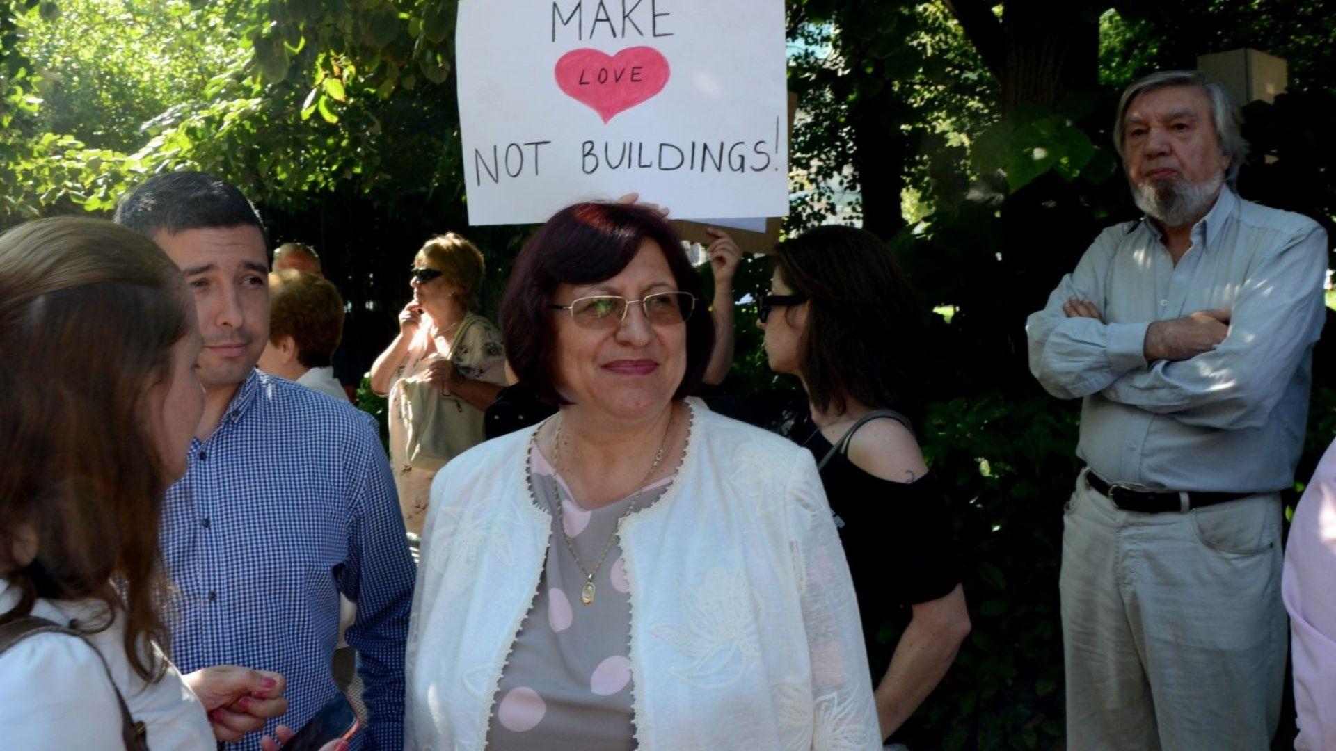 Граждански организации протестираха пред Столична община срещу презастрояването. Те настояват
