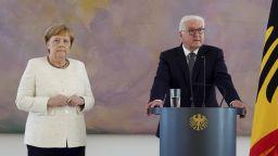Меркел отново се разтрепери на официално събитие
