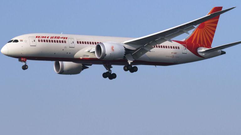 """Лондон вдигна изтребители след бомбена заплаха за самолет на """"Еър Индия"""""""