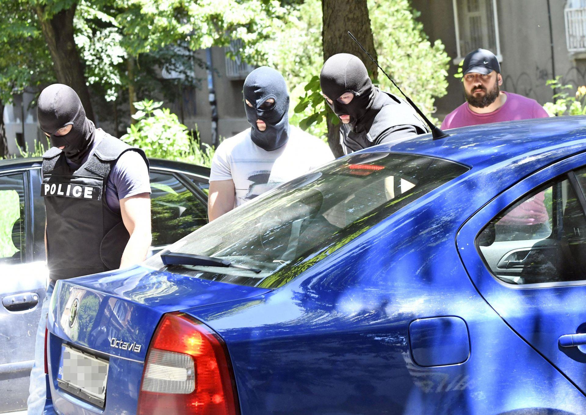 Задържаха двама полицаи за разпространение на наркотици в София Задържаха двама полицаи за разпространение на наркотици в София