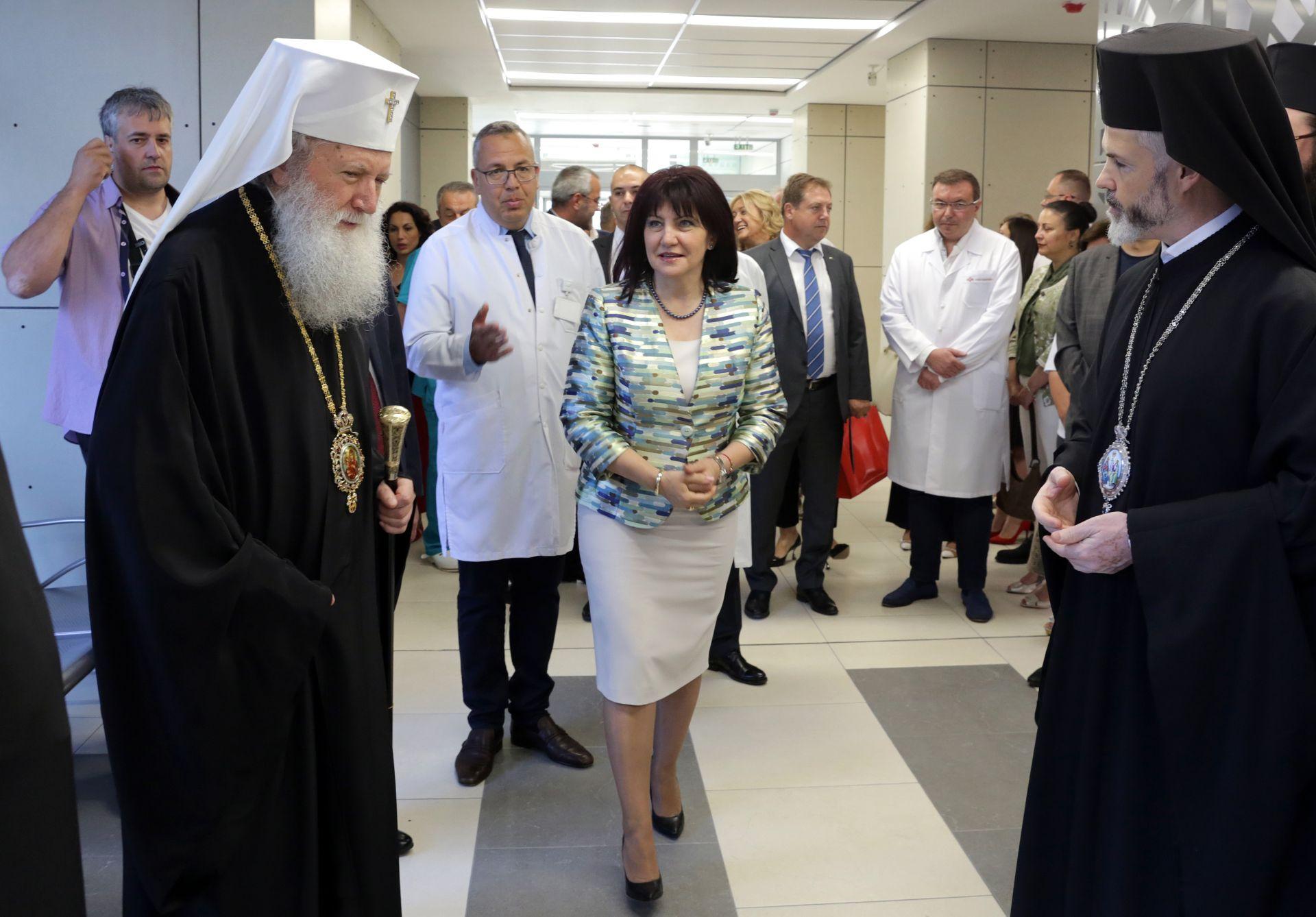 На откриването присъства и патриарх Неофит