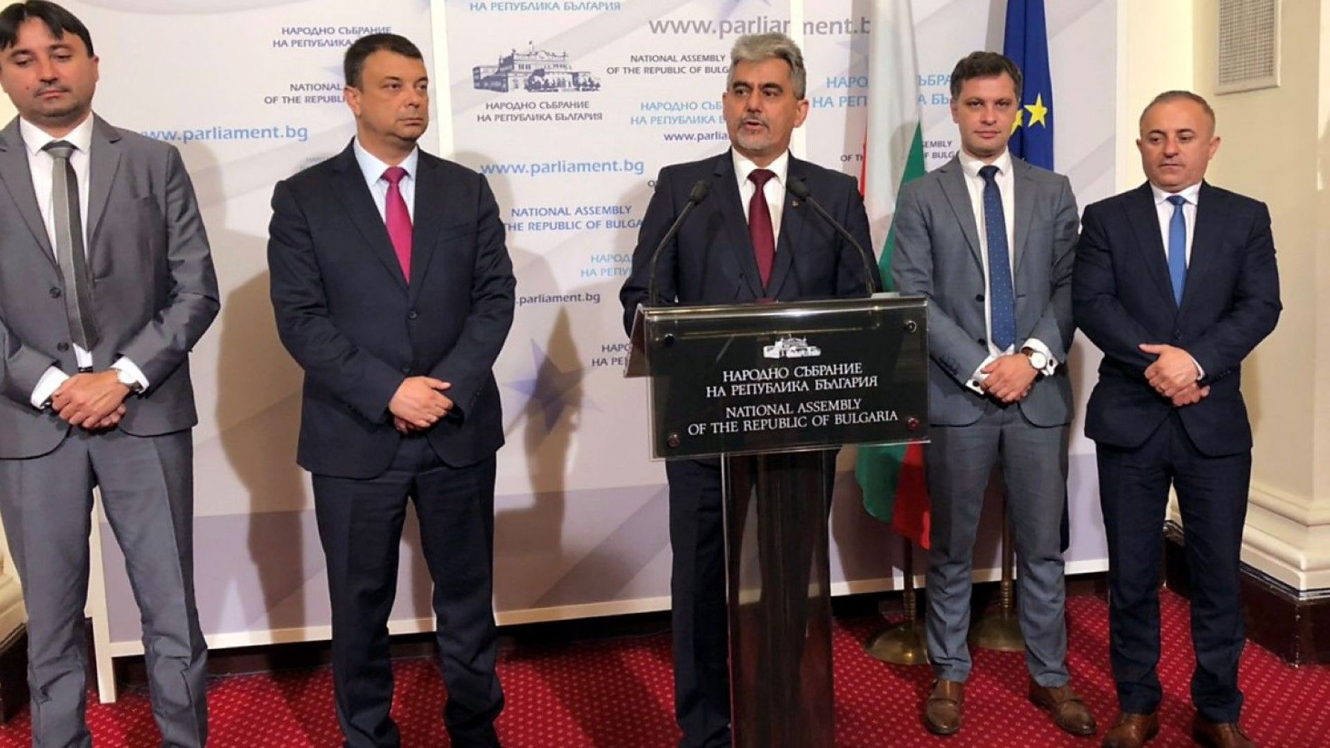 ВМРО за учебниците: Защо Доган е редом до Ралин, а Софи Маринова е прославила България?