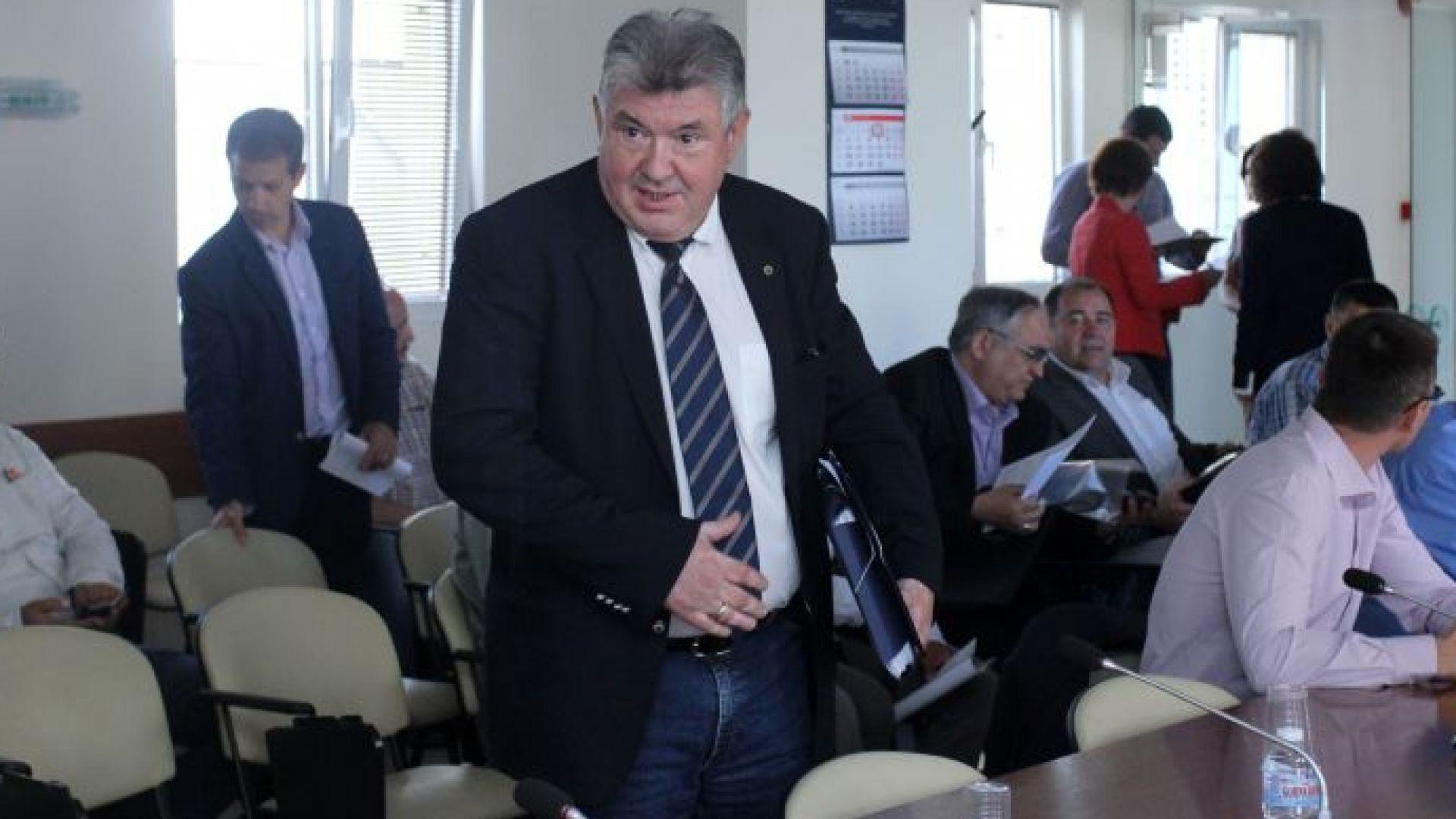 Бизнесът поиска разследване на сделките на НЕК