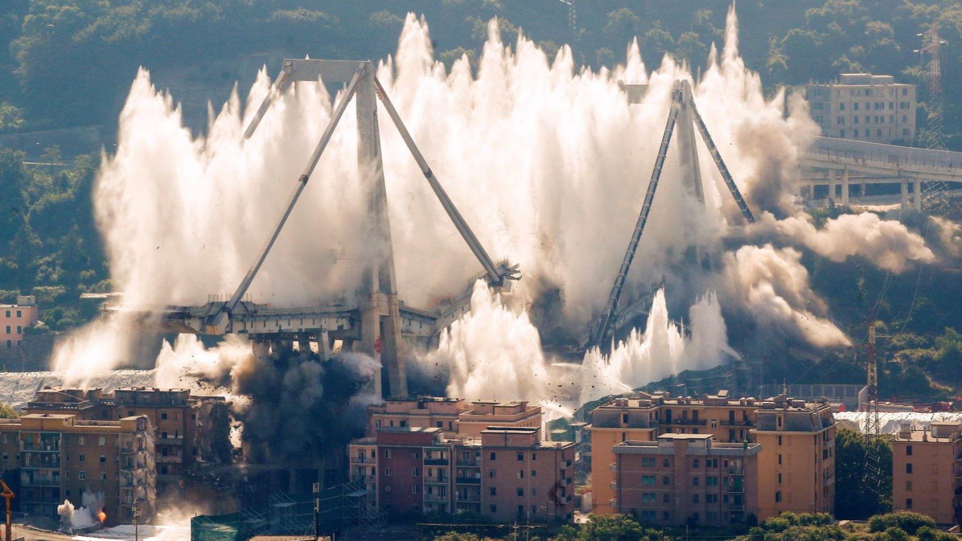 Взривиха кулите на моста Моранди в Генуа