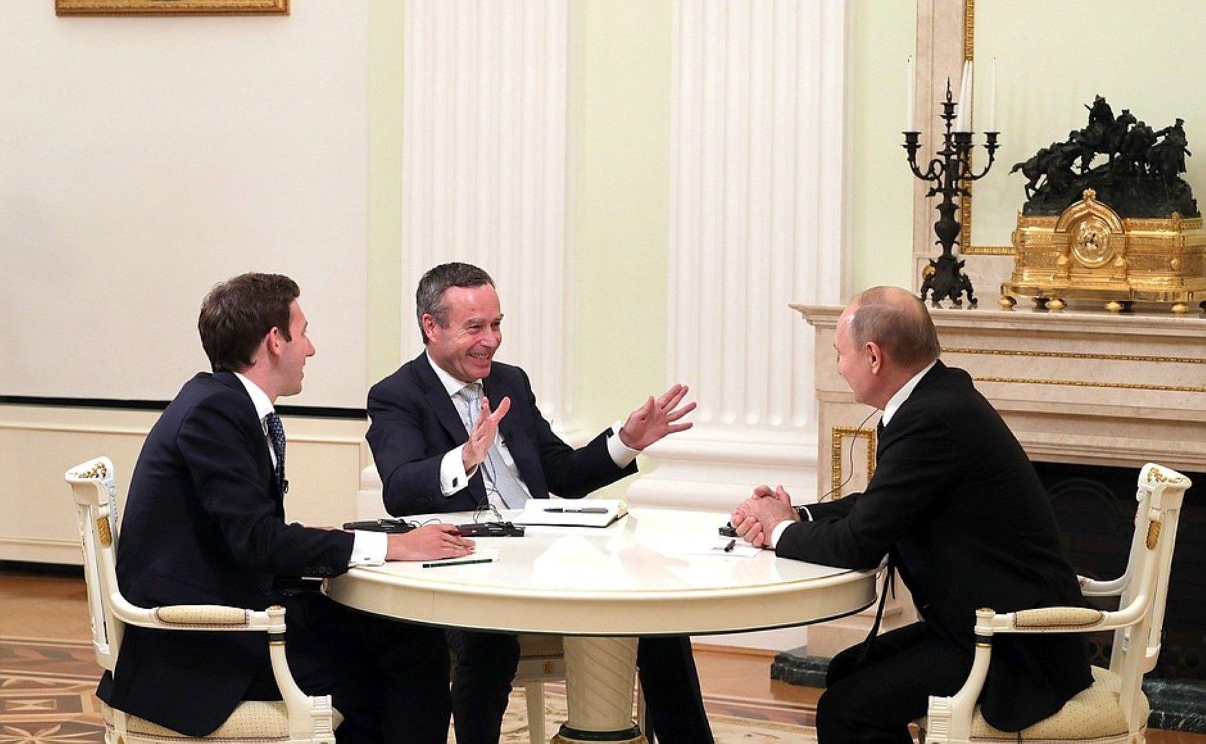 В навечерието на срещата на Г-20 Владимир Путин разговаря с  редактора от Financial Times Лионел Барбър и с шефа на бюрото на FT в Москва Хенри Фо