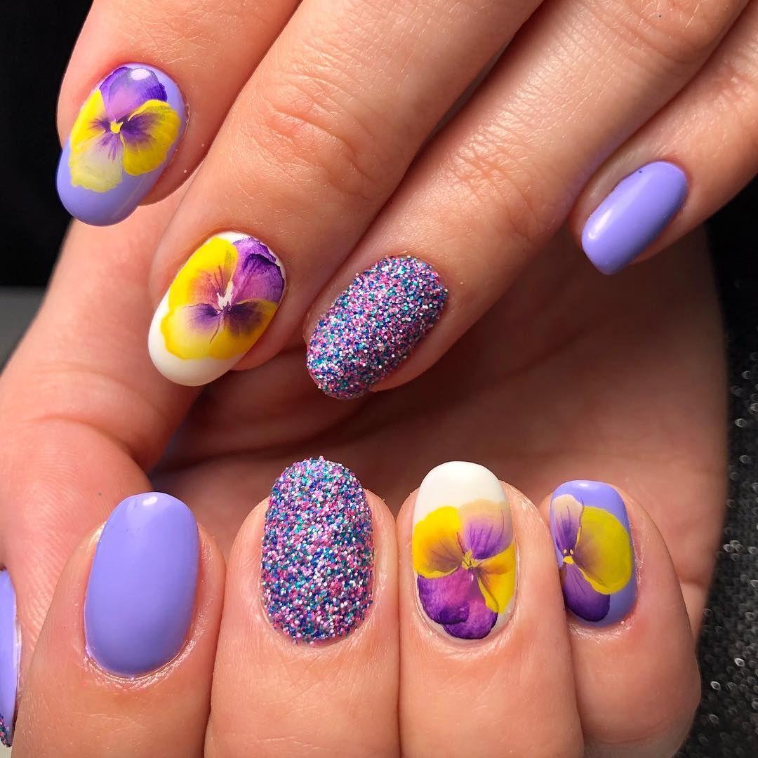 Изящно в лилав цвят с флорални мотиви /Маникюр: Цони Йочкова