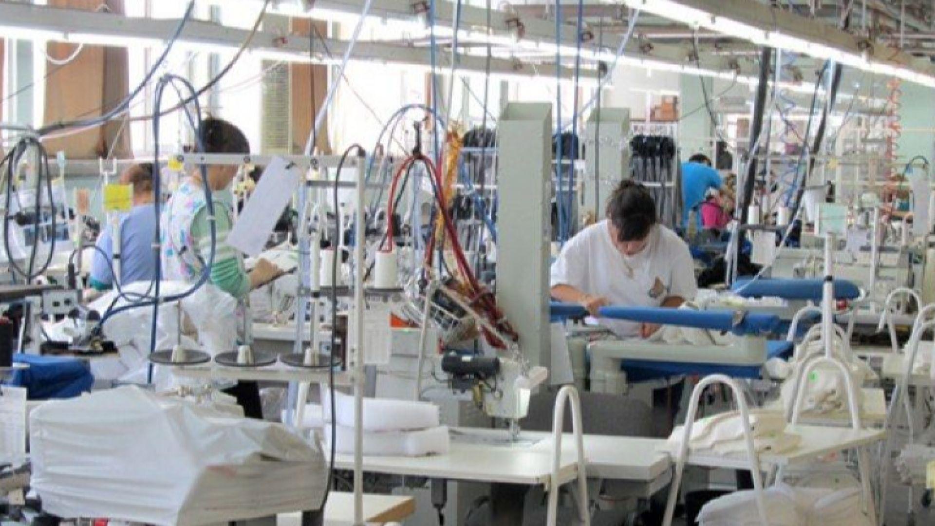 Фирма уволни 60 шивачки