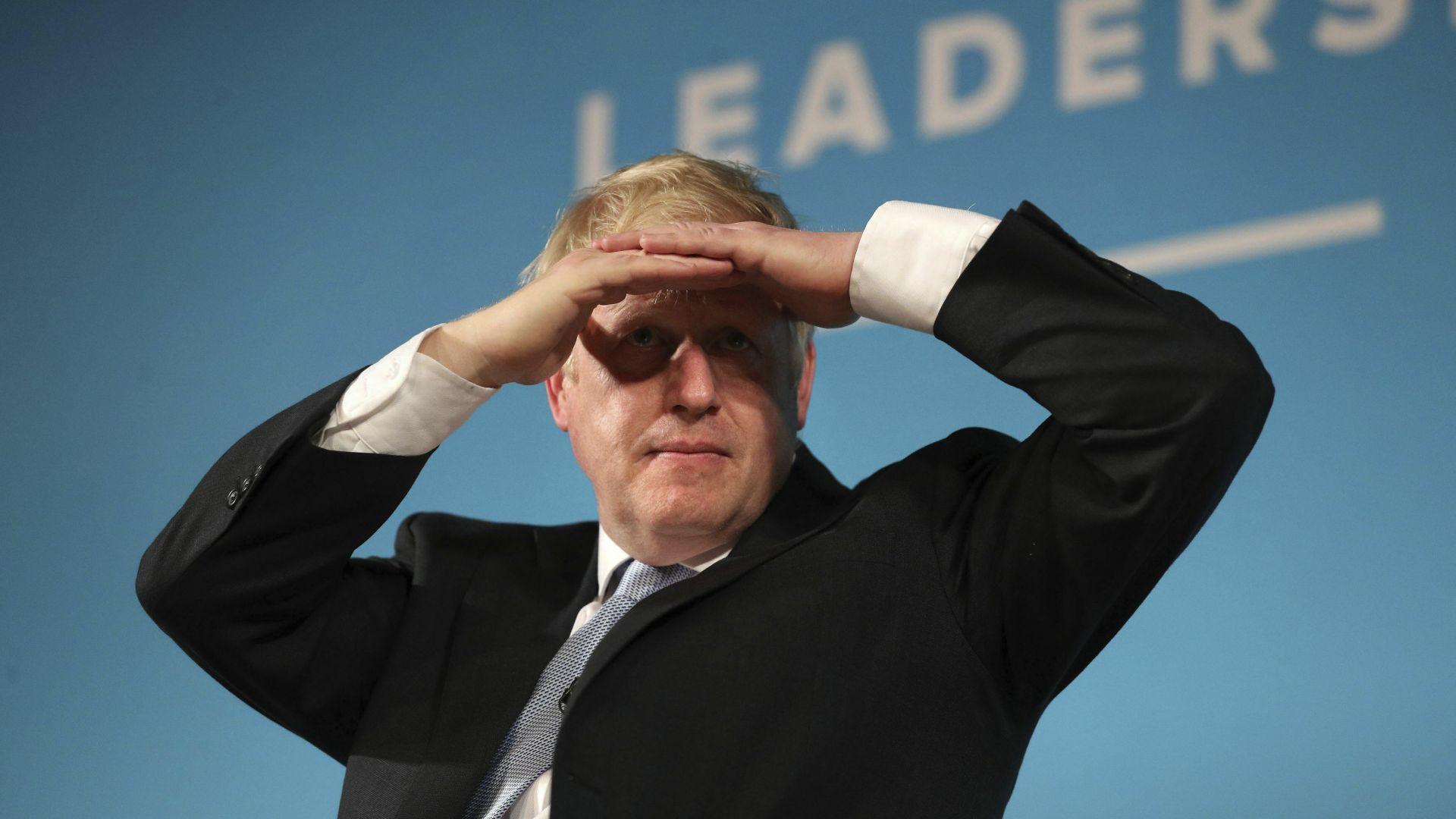Поправка в закона срещу Брекзит без сделка мина на косъм в британския парламент