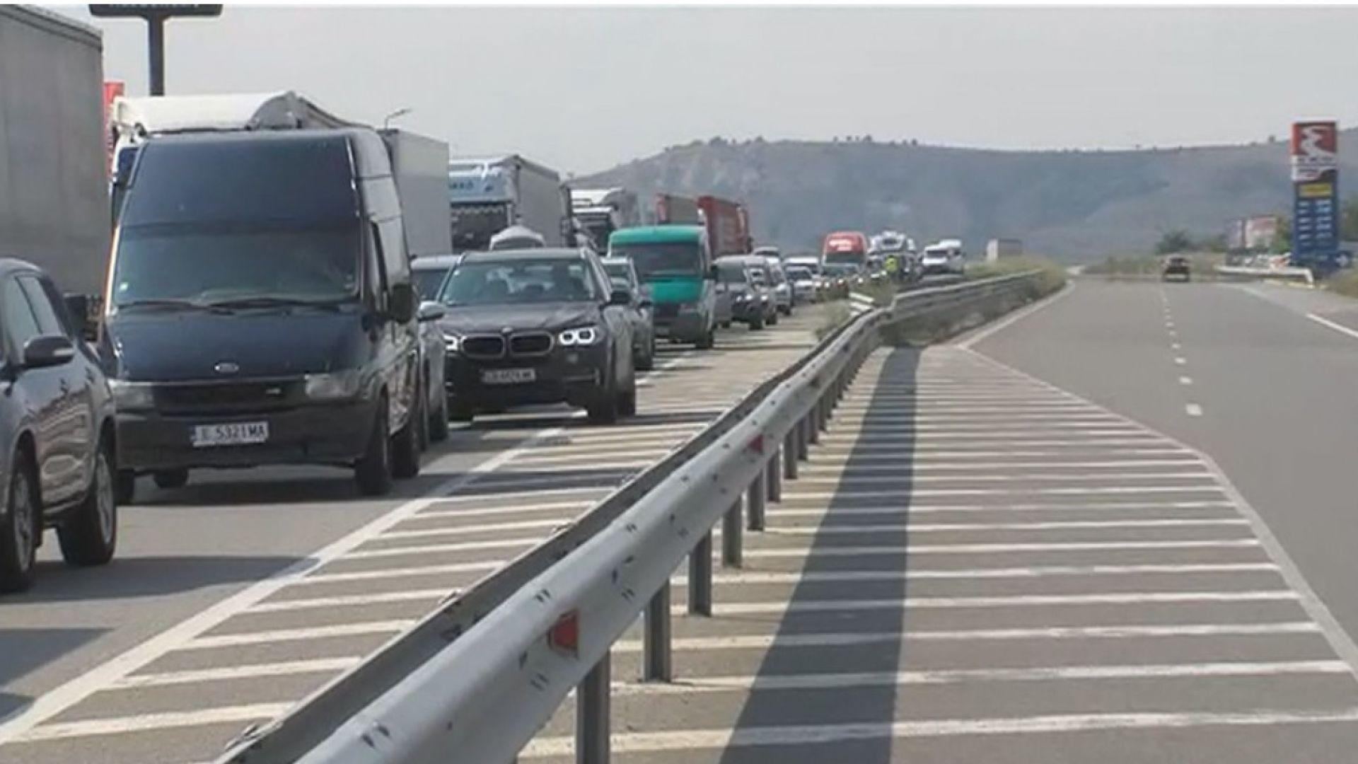 Ад на границата ни с Гърция и Сърбия: Колите чакат с часове, за да преминат