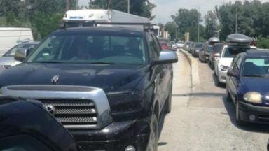 """За трети ден огромни колони от коли по границата с Гърция, 3 км е опашката на """"Кулата"""""""