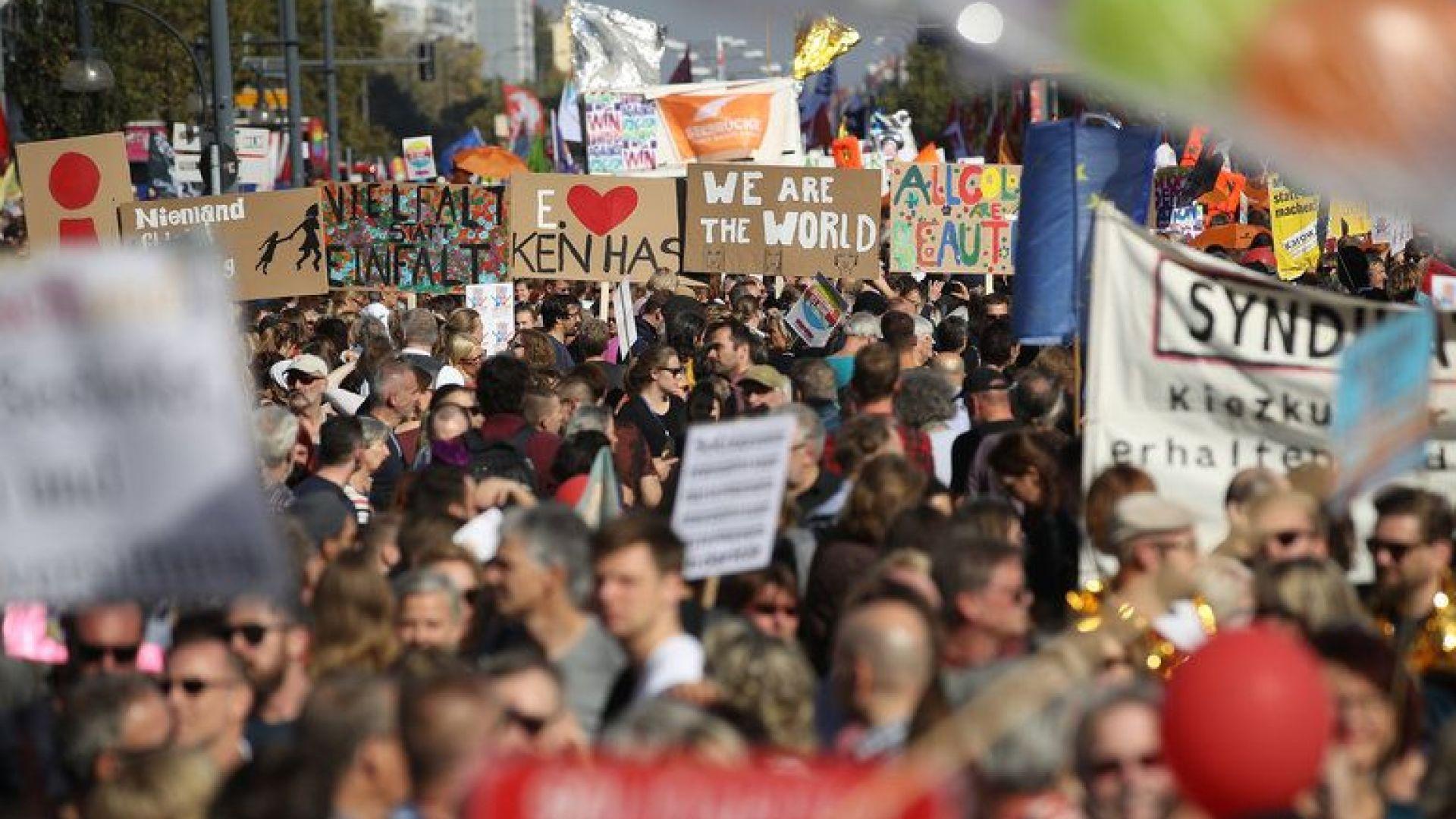 Многохиляден протест в Берлин, хората загрижени за работата си