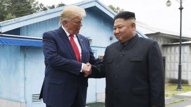 Тръмп стана първият президент на САЩ, стъпил в Северна Корея, ръкува се с Ким Чен-ун (обновена)