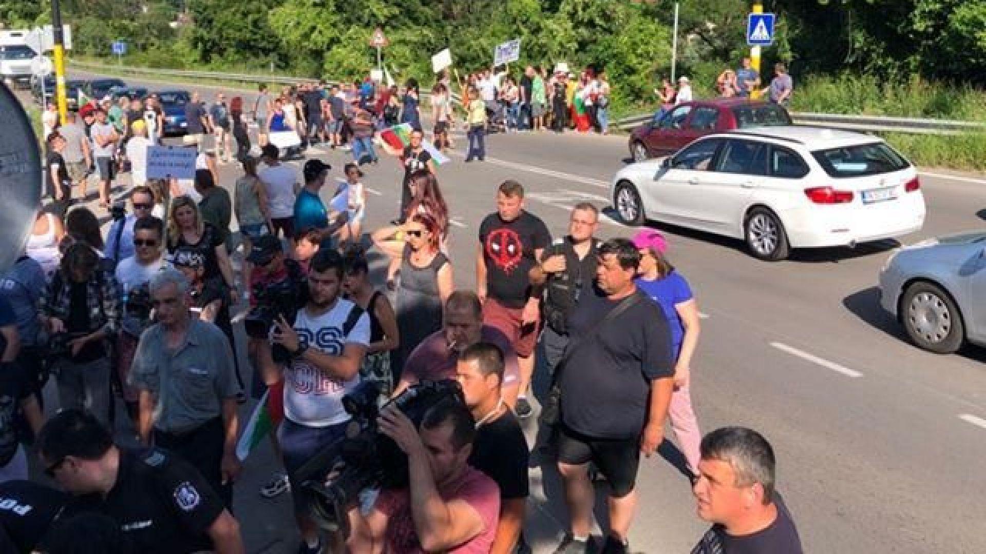 Протест блокира път Е-79 при Владая, двама са задържани