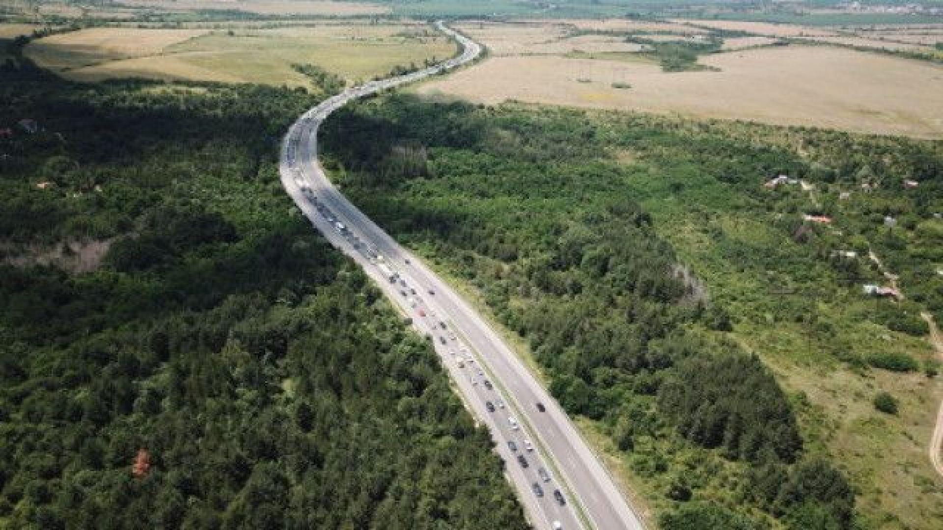 """Интензивен е трафикът по АМ """"Тракия"""", пътна полиция предприе мерки"""