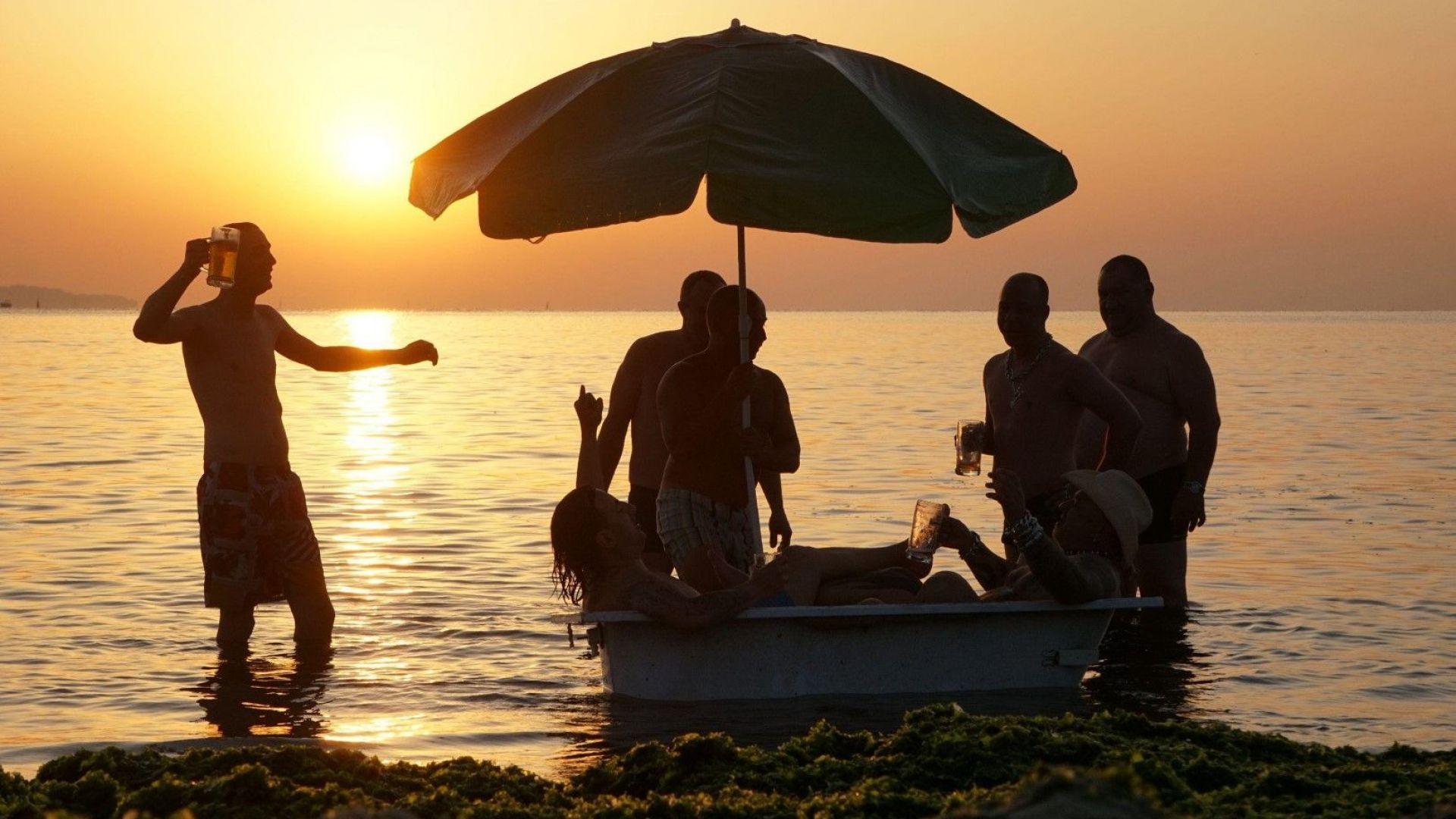 Шест групи забиват на плажа в Бургас за Джулай Морнинг