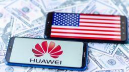 iPhone се срина в Китай до 5%, Huawei държи 42%
