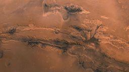 НАСА пусна снимки на най-голямата планетарна площ в Слънчевата система