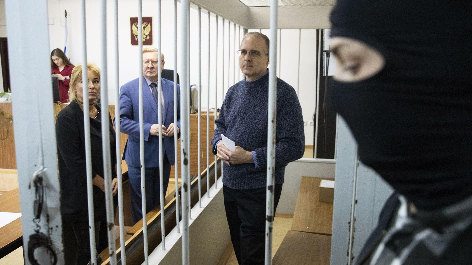 US дипломат посети арестувания обвинен в шпионаж Пол Уилан в Москва