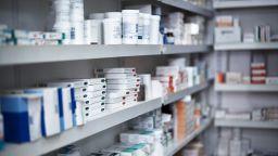 Частните болници предлагат Касата да купува скъпите онколекарства, за да са на една цена