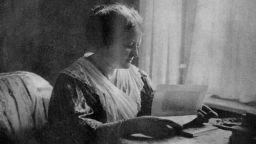 """Авторката на феминистката книга """"Женският въпрос"""" умира от скръб по сина си"""